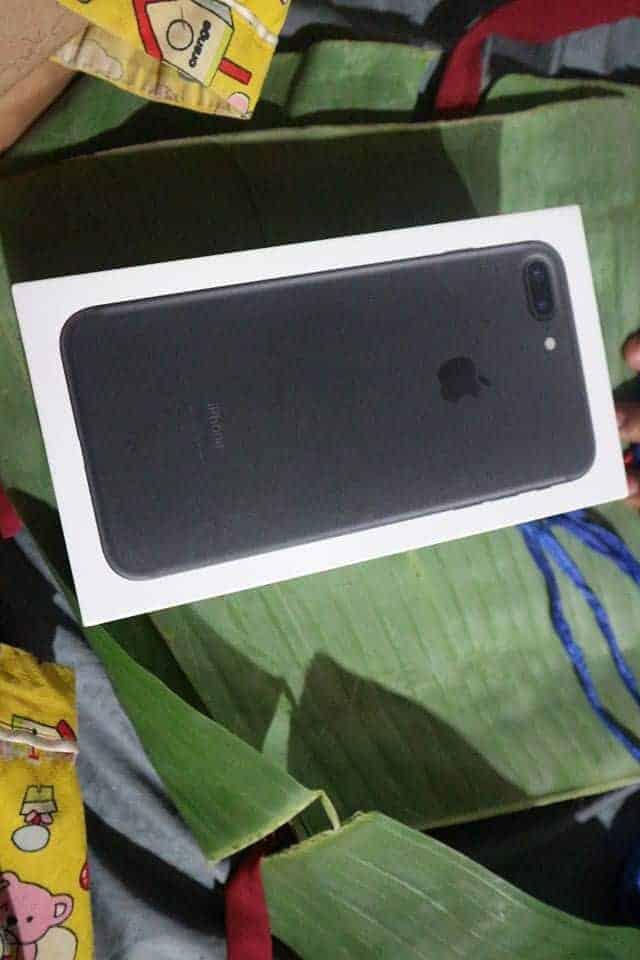 ក្តីស្រលាញ់របស់ឪពុកម្តាយ ទិញ iPhone ឲ្យកូនដោយខ្ចប់ស្លឹកចេក-6